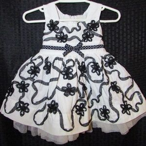 Sleeveless White Party Dress w/ Black Ribbons